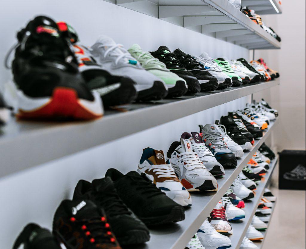 florian olivo 5d4EhqeV0Og unsplash e1580380894785 1024x836 - Smarte sneakers hos Shoe Chapter