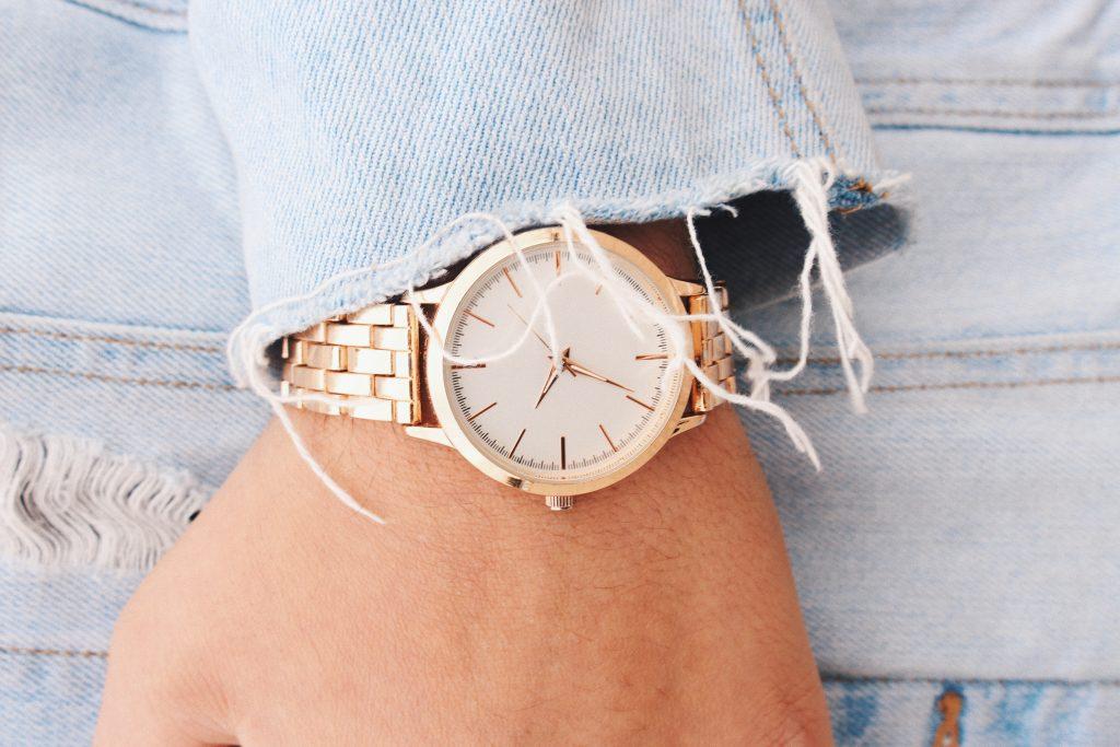 aj garcia 0bgWnyTKsjo unsplash 1024x683 - Find det rette ur til dig og din stil