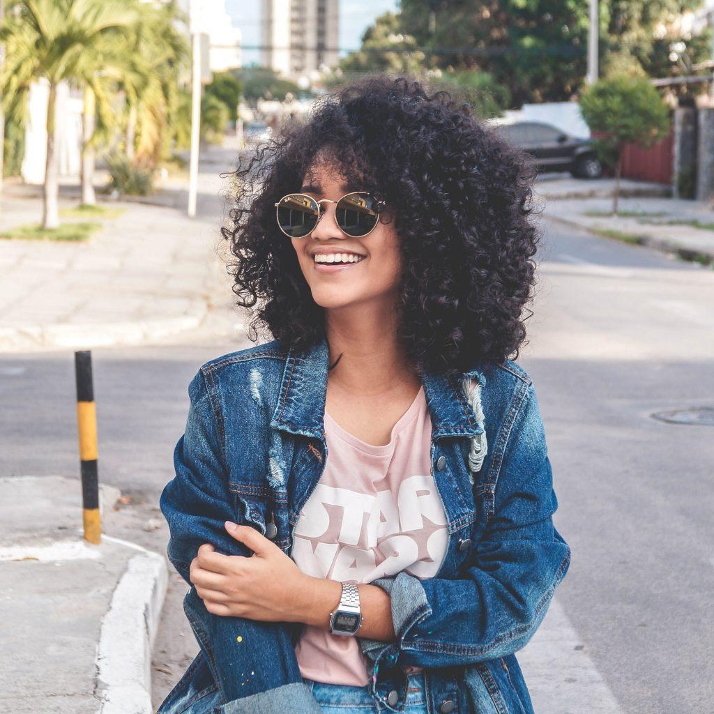 philipe cavalcante xe68QiMaDrQ unsplash 1024x1024 - Solbriller der klæder din ansigtsform