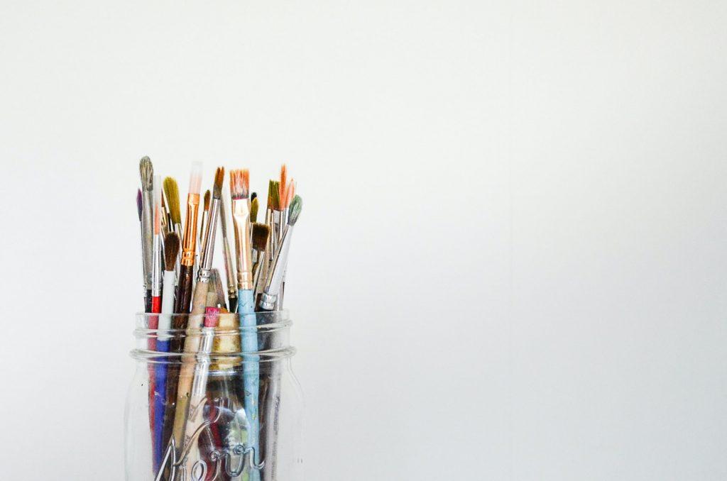 debby hudson MzSqFPLo8CE unsplash 1024x678 - Få udfordret dig selv og din kreativitet med et efterskoleophold