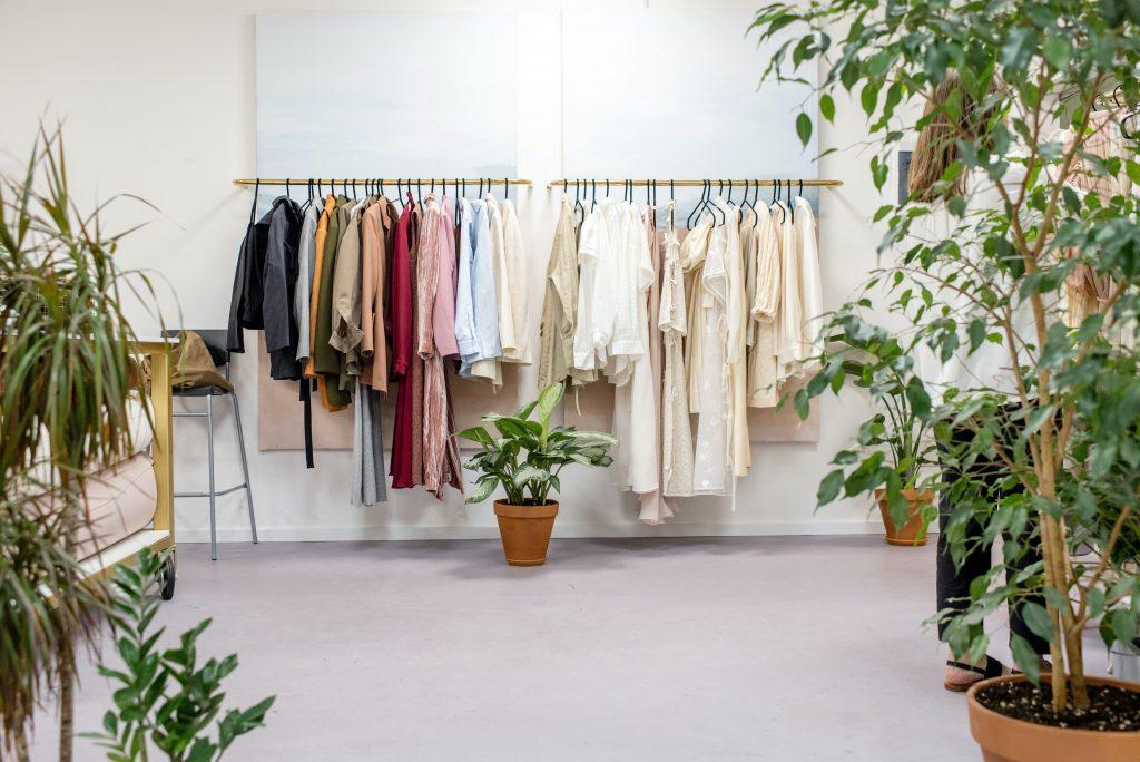 pexels ksenia chernaya 3965545 1024x684 - Det bør du altid tænke over, når du shopper nyt tøj