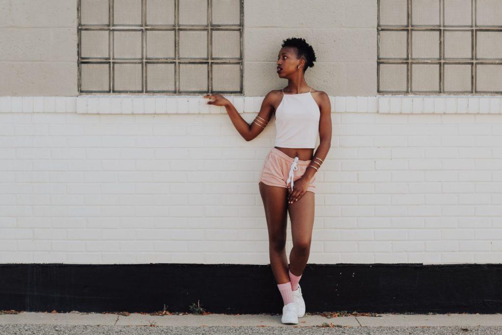 joanna nix walkup OPPDEnlfcF0 unsplash 1024x683 - Moderigtige shorts til enhver kvinde